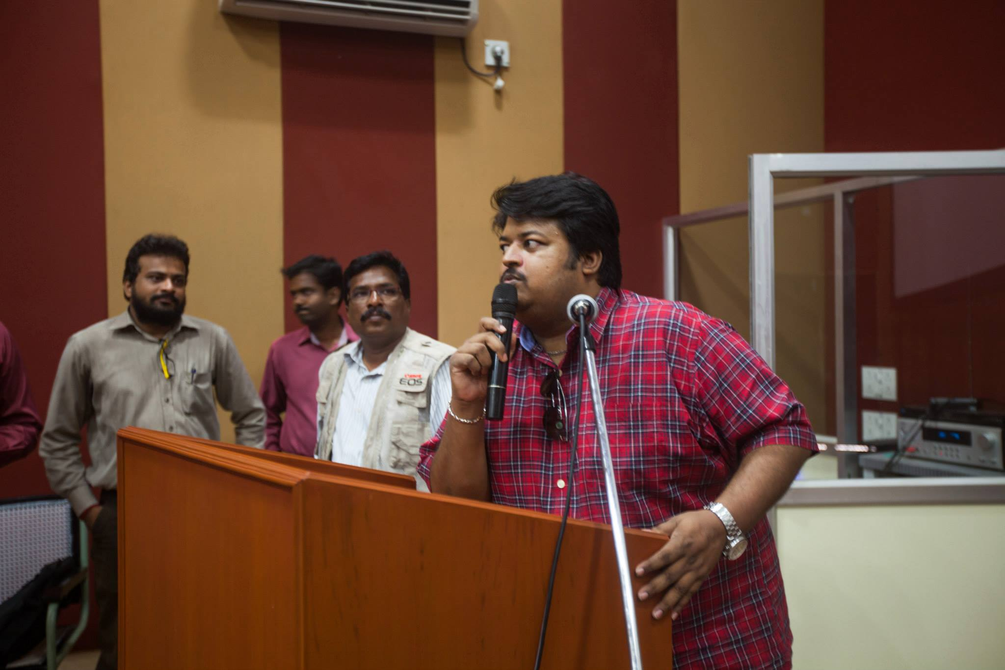 Addressing-the-Students-for-Photo-Journalism-Workshop-in-Madras-Christian-College-