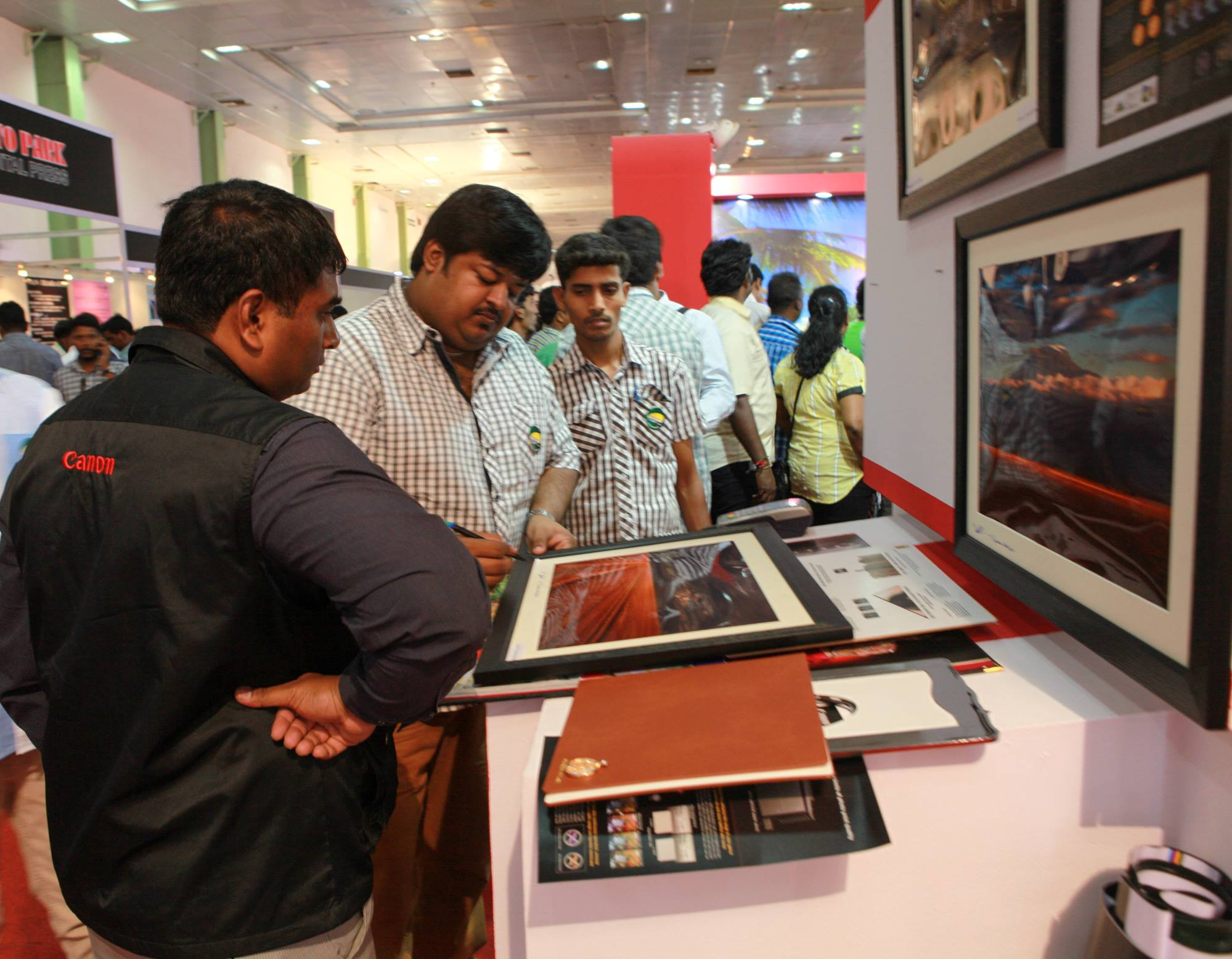 Signing-Special-Edition-Prints-For-the-Launch-of-Canon-Dream-Labo-500-in-Image-Expo-2014